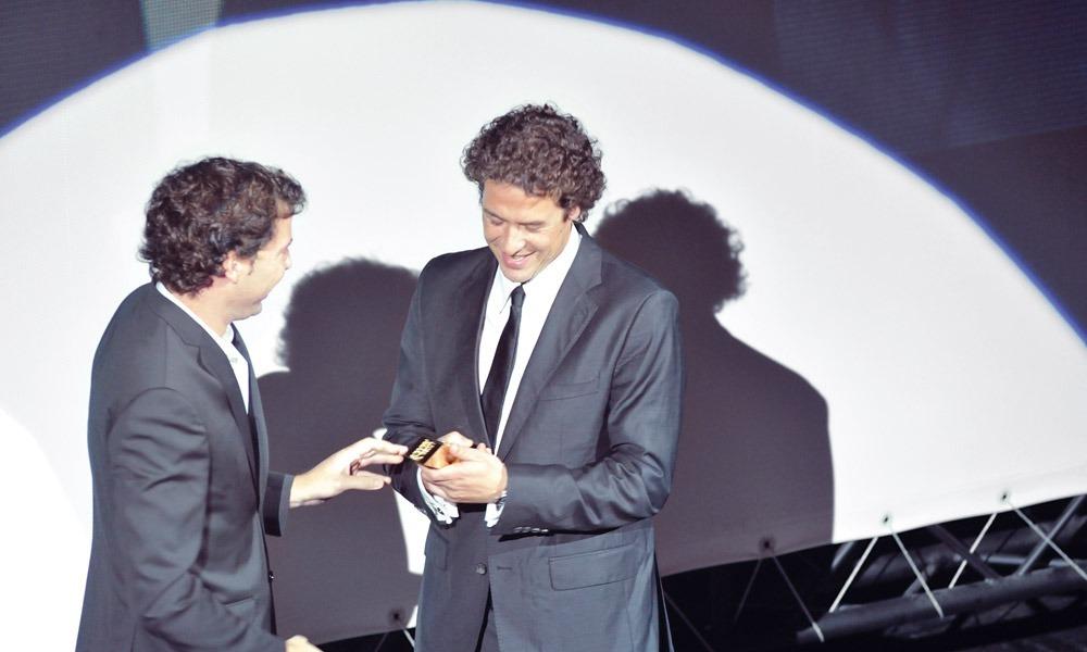"Adriano Carreira entrega prémio a Pedro Anjos (""Famel Top Secret"")"