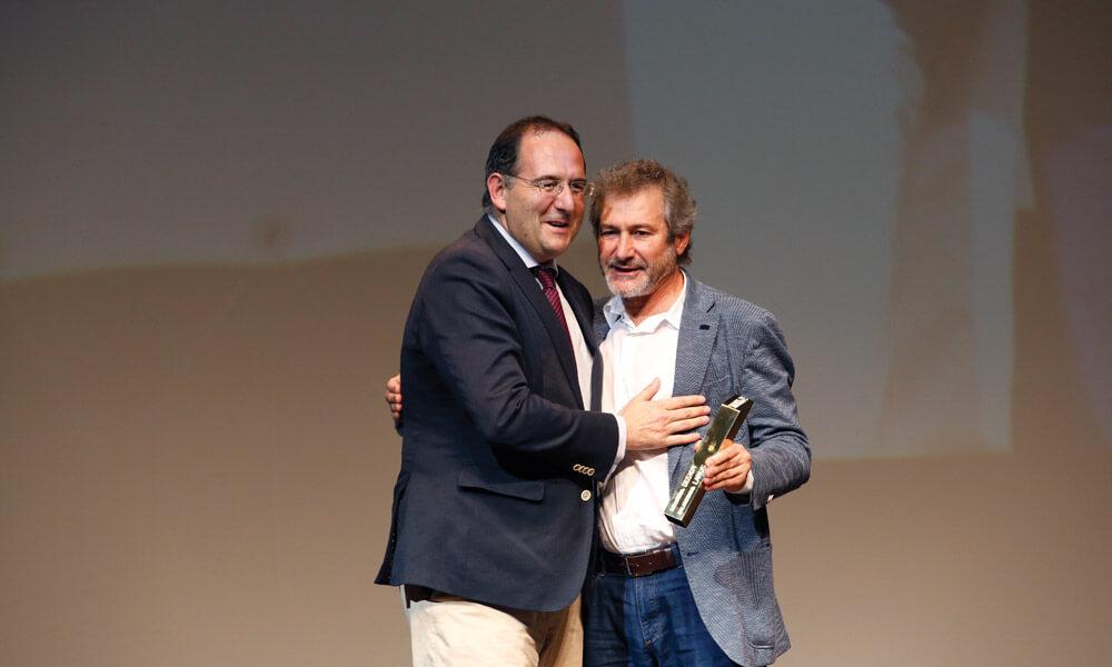 António Loureiro (Larus) entrega prémio a Pedro Martins Pereira