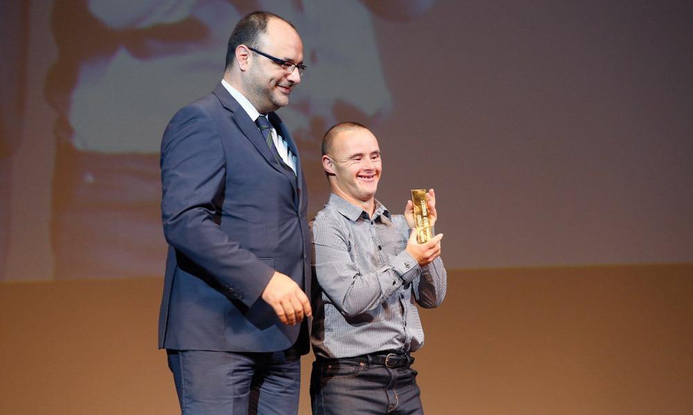 Ivan Silva entrega prémio a Paulo Henriques