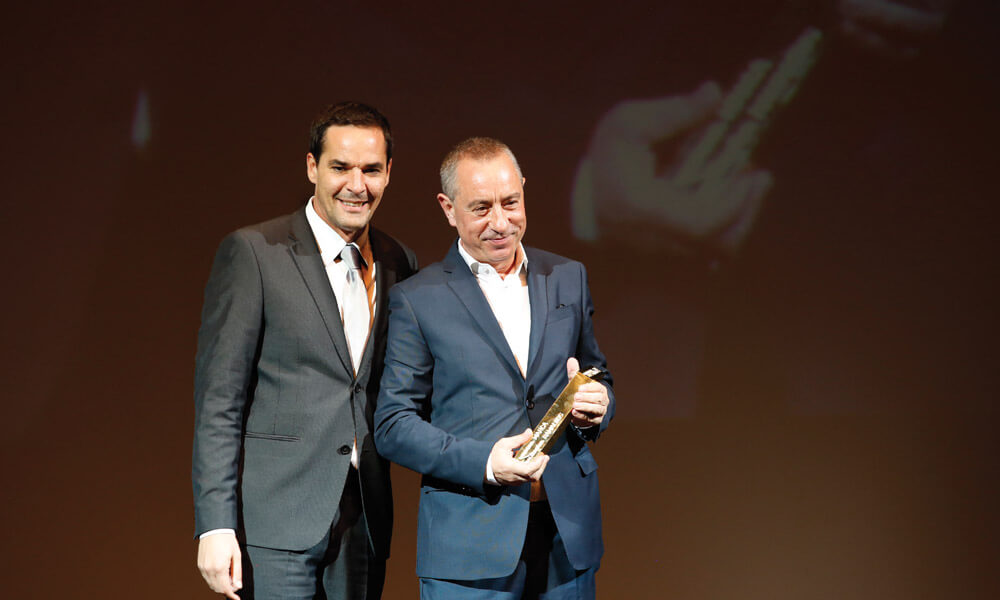 Edson Santos entrega prémio a Álvaro Silva