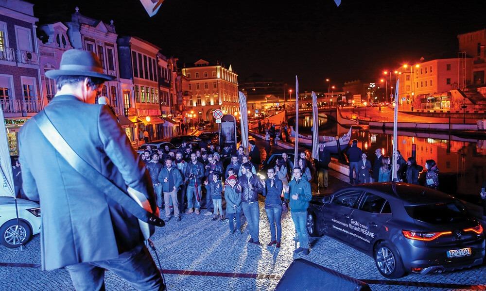 Atuação da banda Moonshiners em Aveiro, no lançamento do novo Renault Mégane