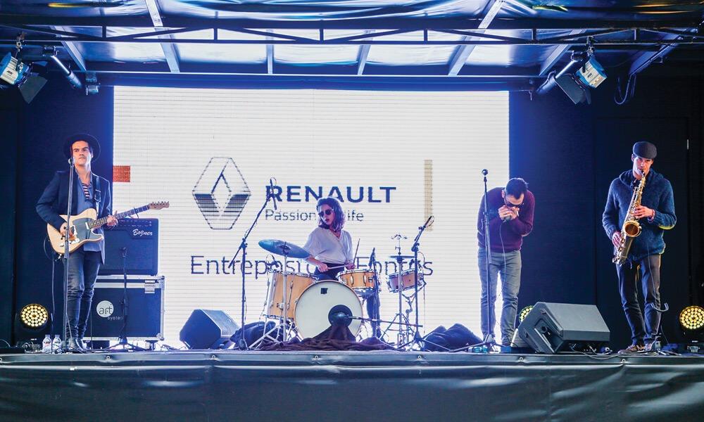Atuação da banda Moonshiners no lançamento do novo Renault Mégane