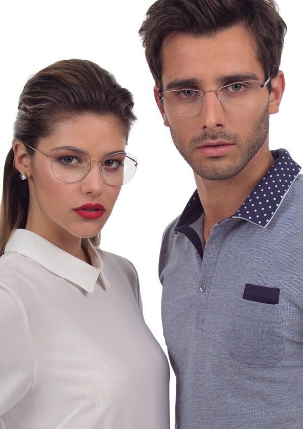 Lorenza: óculos SP611, João: óculos SP608