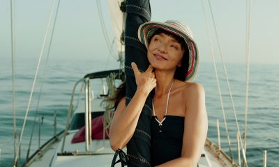 Maria de Medeiros num barco